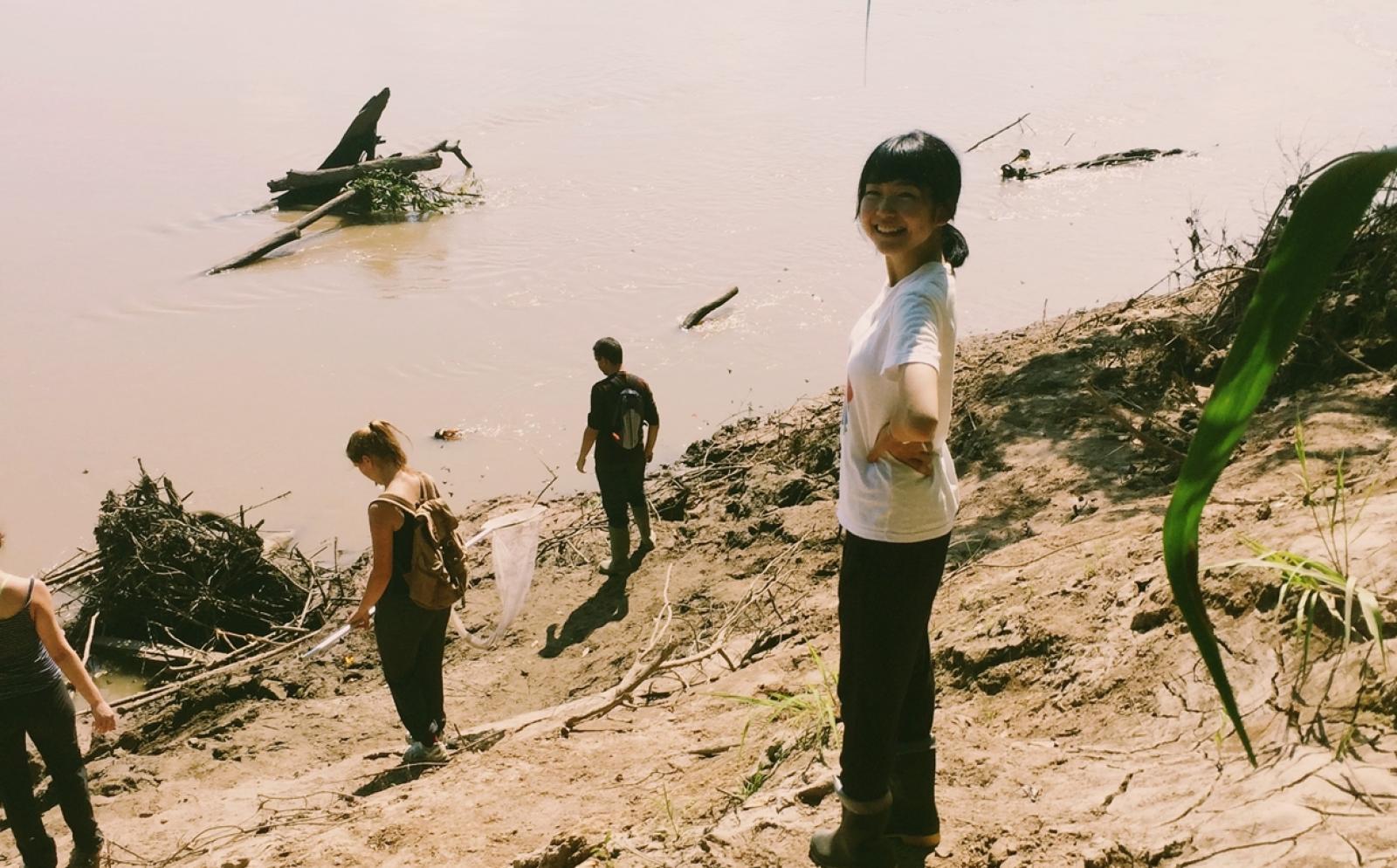 ペルーでがんばる山崎咲果さんと仲間の高校生ボランティア